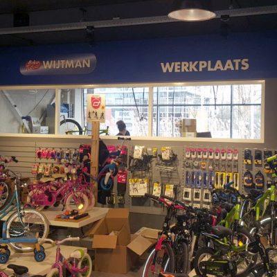signcraft-rotterdam-interieur-signing-instore-biketotaal-wijtman-freeslogos-belettering
