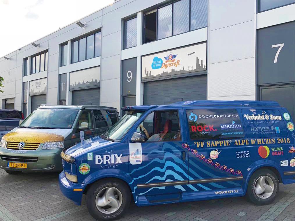 signcraft-rotterdam-ff-sappie-Alpedhuzes-sponsorbelettering-sponsor-stickers
